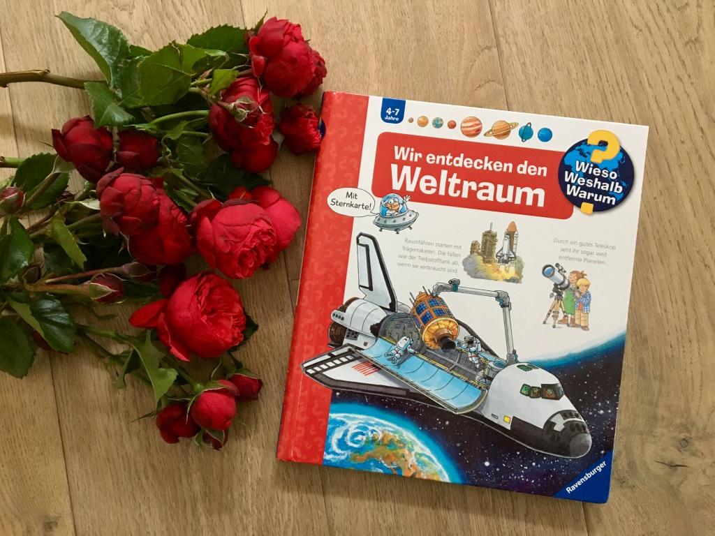 Wir entdecken den Weltraum us der Reihe 'Wieso? Weshalb? Warum?' von Andrea Erne (Text) und Peter Niesender (Illustration)